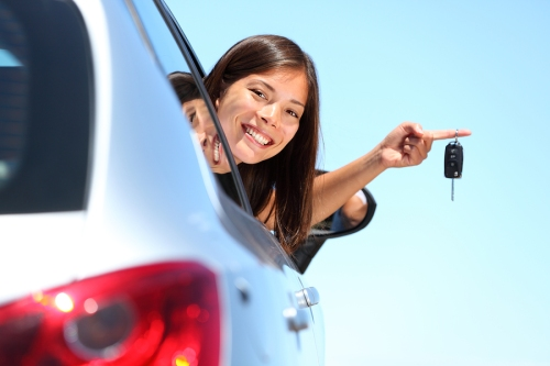 Woman-driver-holding-car-keys-21805904